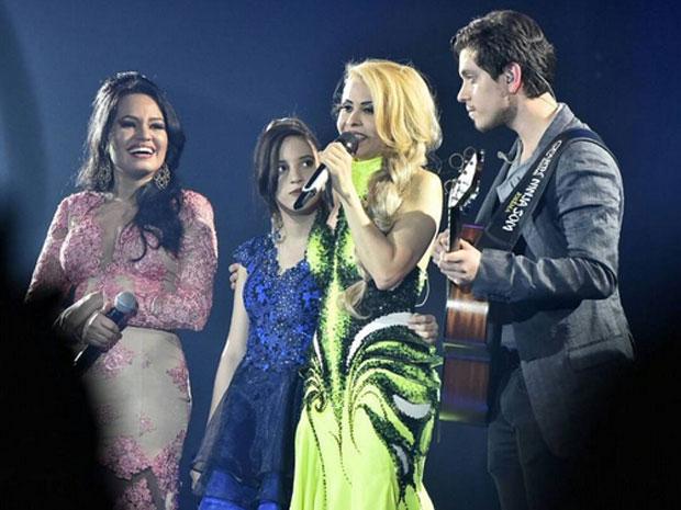 Joelma canta com os filhos Natalia, Yasmin e Yago em gravação de DVD em São Paulo