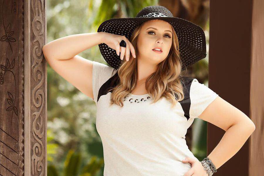 Bruna Remor é a representante de Santa Catarina. Ela tem 24 anos, mede 1,70m e pesa 90kg,