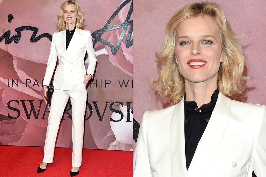 Eva Herzigova no tapete vermelho do British Fashion Awards 2016