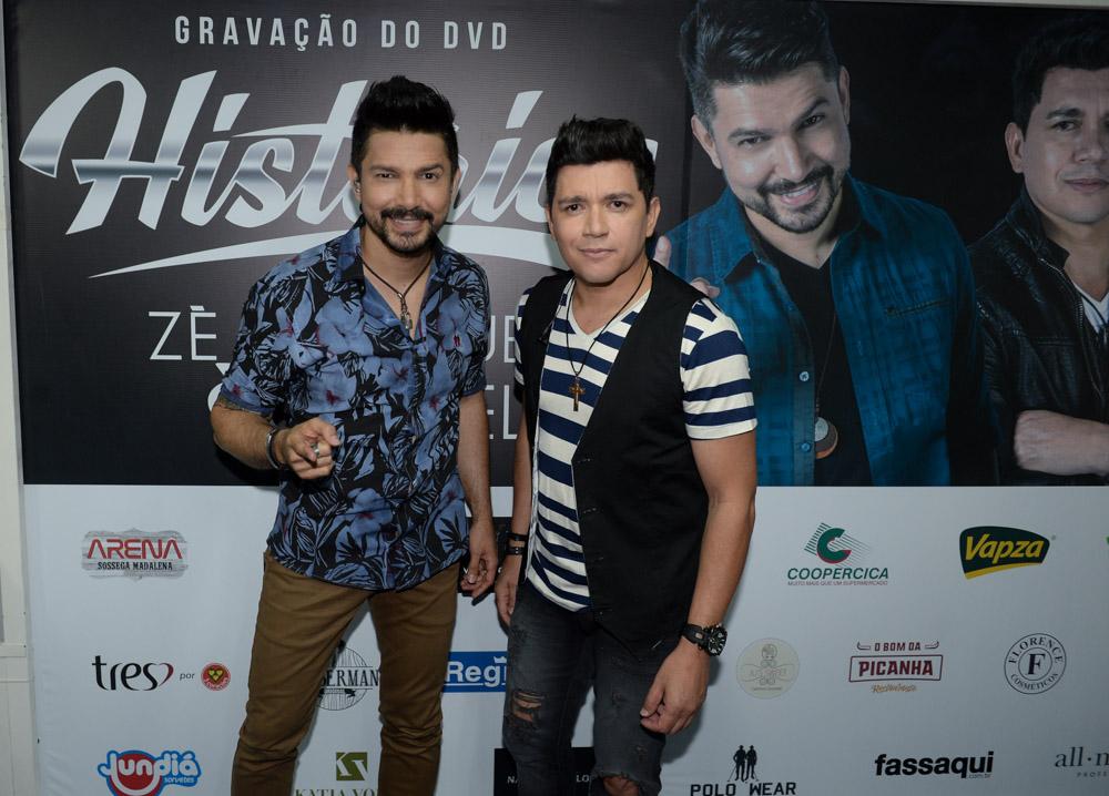 Zé Henrique e Gabriel em show em Itatiba, interior de São Paulo