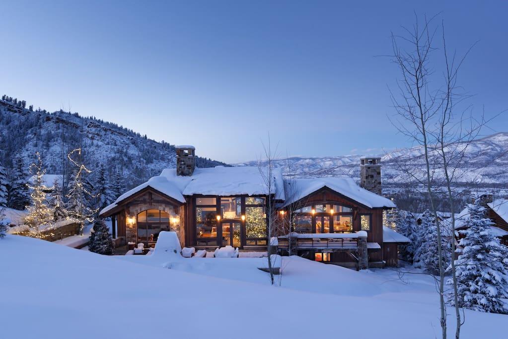A mansão onde Mariah Carey passa férias, em Aspen, pode ser alugada pelo site Airbnb