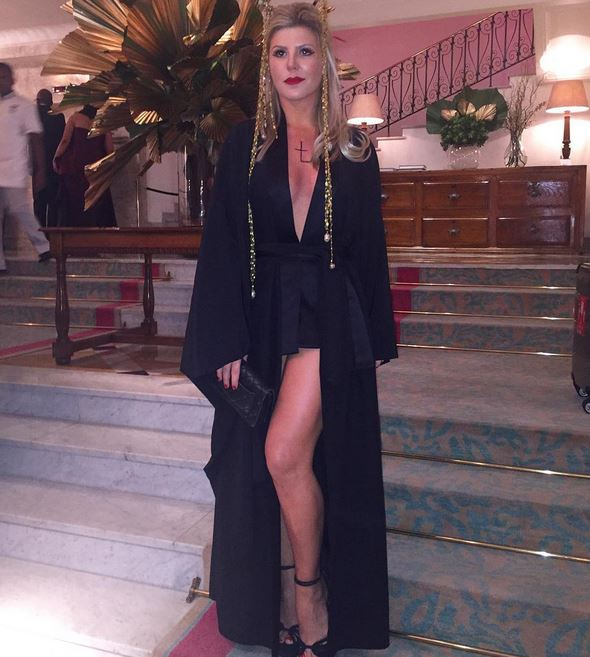 Iris Stefanelli pronta para baile do Copa