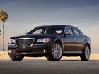 Chrysler 300C retorna ao Brasil por R$ 179,9 mil