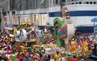 Desfile do Galo da Madrugada toma as ruas (Claudia Silveira/G1)