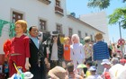 Bonecos de Dilma e Obama sobem ladeiras (Claudia Silveira/G1)