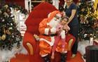 Desempregado vira Papai Noel em shopping (Gabriela Gasparin/G1)