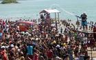 Foliões de Orós lotam açude no carnaval (Josemberg Vieira/divulgação)