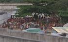Mulheres protestam após conflito (Reprodução/TV Globo)