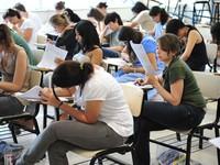 Candidatos fazem prova do vestibular da Unicamp na tarde deste domingo, em São Paulo. (Foto: Raul Zito/G1)