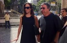 Ana Furtado e Boninho na chegada ao velório de Chico Anysio (Foto: José Raphael Bêrredo/G1)