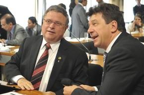 Os senadores Blairo Maggi (PR-MT) e Ivo Cassol (PP-RO) durante reunião da Comissão de Meio Ambiente do Senado (Foto: Antônio Cruz / Agência Brasil)