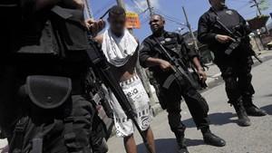 Polícia prende suspeito de ser traficante durante operação no Complexo do Alemão