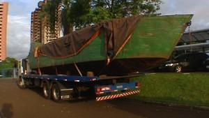 Barco carregado de cigarro é apreendido em Fox do Iguaçu (Foto: Reprodução RPCTV)