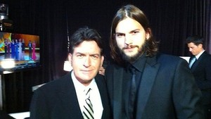 Charlie Sheen e Ashton Kutcher (Foto: Divulga&#231;&#227;o)
