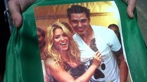 Fã de Shakira tatua cantora no peito; acompanhe em tempo real (Carolina Lauriano / G1)