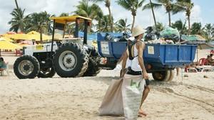 Mutirão de limpeza recolhe 800kg de lixo em praias de Salvador (Foto: Camila Suélen)
