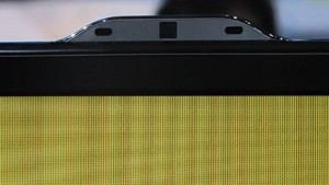 Câmera e microfones estão acoplados na parte superior do televisor (Foto: Gustavo Petró/G1)