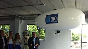 Dirigível guiado por controle remoto vai ajudar a patrulhar blocos de rua (Rodrigo Silva Vianna/G1)