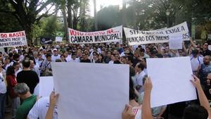 Manifestantes se reuniram na Praça da Liberdade, em Belo Horizonte. (Foto: Pedro Cunha/G1)