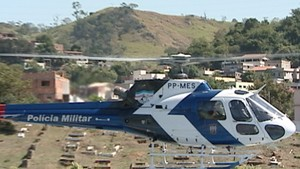 Helicóptero é usado nas buscas (Foto: Reprodução/TV Gazeta)