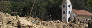 Compare imagens durante a chuva e após um mês da tragédia na serra (Tássia Thum/G1)