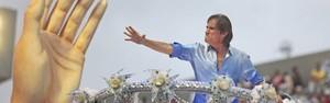 Beija-Flor  leva título com homenagem ao Rei (Reuters)