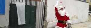 Papai Noel homenageia alunos mortos em ataque a escola  (Hélio Araújo/ Divulgação)