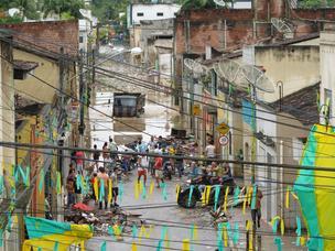 Rua Frei Caneca, no Centro de Palmares, amanheceu coberta pela água (Foto: Glauco Araújo/G1)