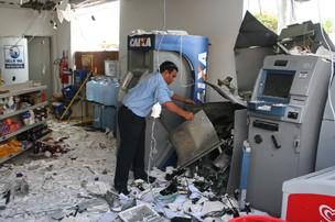 Caixa eletrônico danificado por explosão em Natal (Foto: Júnior Santos/Tribuna do Norte/AE)