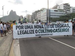 Marcha da Maconha começa com cerca de 500 participantes no Rio (Foto: Alba Valéria Mendonça/G1)
