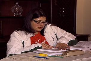 estudante obesa consegue autorização para não passar em catracas em MS (Foto: Reprodução/ TV Morena)