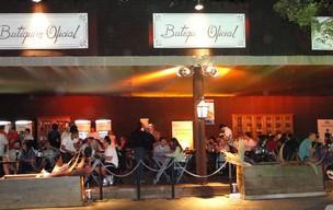 Bar montado para o festival começa a receber os clientes em Tiradentes (Foto: Pedro Triginelli/G1)