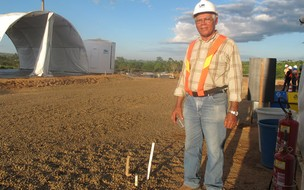 O engenheiro de produção Severino Marques Machado, de 63 anos, que trabalhava para a Odebrecht em Angola e foi contratado pelo Consórcio Construtor Belo Monte para trabalhar na usina de Belo Monte (Foto: Mariana Oliveira / G1)