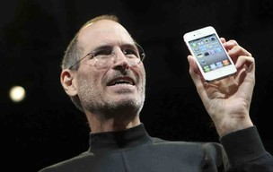 Steve Jobs apresenta o iPhone 4, em junho de 2010 (Foto: Robert Galbraith/Reuters)