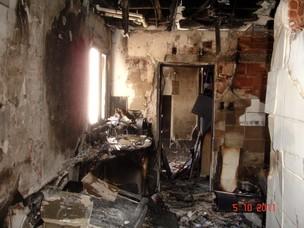Perícia vistoria apartamento que pegou fogo em Campo Grande (Foto: Divulgação/Polícia Civil)
