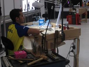 Rodrigo Ferreira da Silva, aluno do Senai do Rio de Janeiro, representa o Brasil na competição de joalheria do World Skills (Foto: Vanessa Fajardo/G1)