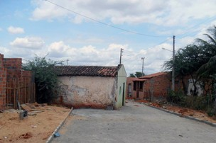 Prefeitura alega que casa foi feita me local inapropriado. (Foto: Romulo Rebelo/Canudos.Net)