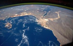 Imagem feita a bordo da estação espacial internacional mostra o mar Mediterrâneo, a peninsula do Sinai e o delta do rio Nilo. (Foto: Nasa/Reuters)