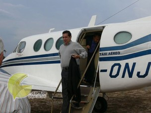 Lupi em avião que, segundo revista, foi pago por ONG (Foto: Reprodução / Jornal Grajaú de Fato)