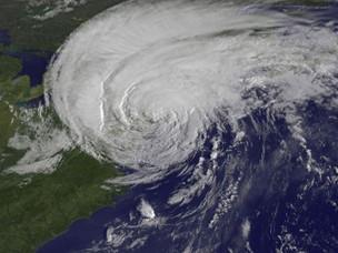 A imagem do satélite mostra o furacão Irene, em formato de redemoinho, apenas 28 minutos antes de a tormenta atingir Nova York, em agosto de 2011 (Foto: Nasa)