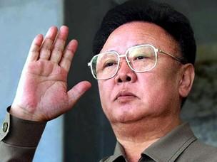 Kim Jong-il durante celebrações dos 60 anos do Partido Comunista na Coreia do Norte, em outubro de 2005 (Foto: reuters/Korea News Service)