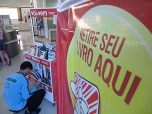 Unidade do Vai e Vem em Casa do Cidadão aproxima população dos livros (Foto: Mayco Geretti/G1)
