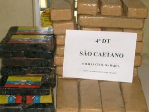 Droga foi desenterrada na manhã desta sexta-feira (2). (Foto: Polícia Civil/Divulgação)