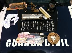 Materiais apreendidos foram encontrados em vários cômodos (Foto: Divulgação/Romu-Guarda Civil Municipal)