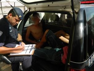 Dupla é detida em flagrante diante de escola municipal (Foto: Divulgação/Guarda Civil Municipal)