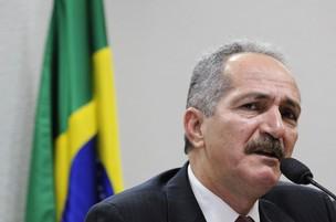 O ministro do Esporte, Aldo Rebelo, disse que o simples banimento das torcidas 'pode não resolver' a questão (Foto: Agência Senado)