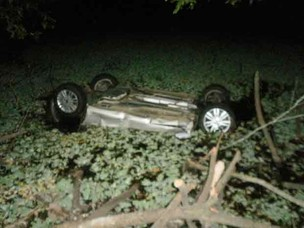 Carro de jovens desaparecidos encontrado em rio da BA (Foto: PRF/Divulgação)