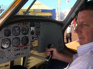O empresário Jorge Toledo adquiriu um avião de pulverização na Agrishow 2012 (Foto: Clayton Castelani/ G1)