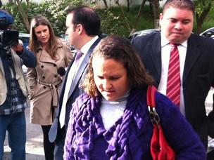 Dona da empresa Lility chega para depor em distrito policial de São Paulo (Foto: Márcio Pinho/G1)
