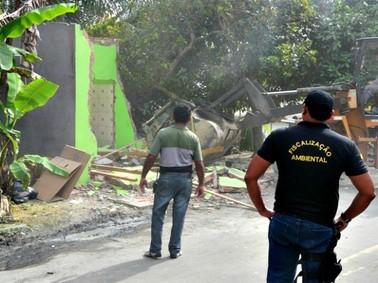 Prédio ocupava Área de Preservação Permanente na Zona Norte de Manaus (Foto: Divulgação/Semmas)
